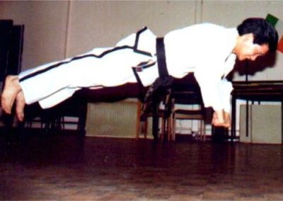 Jumping knuckle push ups